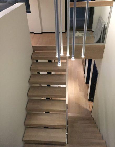 mediniai ąžuoliniai laiptai U forma Skaidriai balta 3409 Medžio stilius