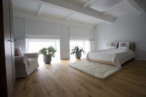 Loftas. Ąžuolinė grindinė lenta, 3305 Bespalvė alyva