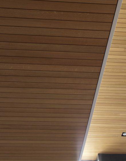 Medinės deko lubos iš ąžuolo Medžio stilius