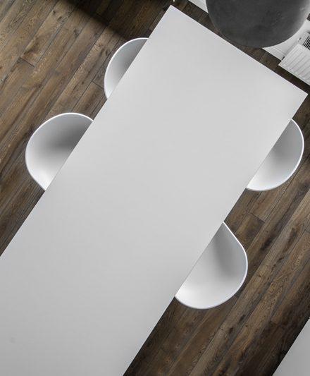 Medinės grindys, deko siena: spalva Graphite 3477.