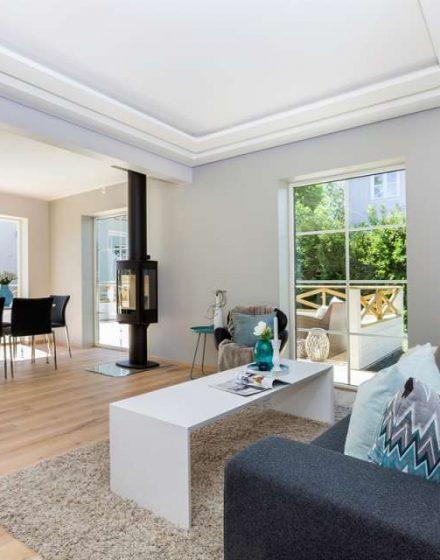 Medinės grindys ir laiptai iš ąžuolo: spalva Bespalvė alyva 3305, laiptų forma U.