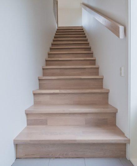 Mediniai ąžuoliniai laiptai: I forma, Balta 3408.