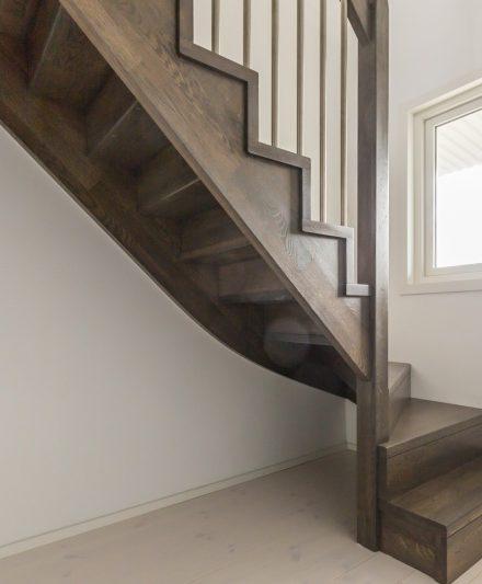 Mediniai ąžuoliniai laiptai: C forma, Juodmedis 3490.