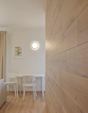 Medinė ąžuolinė deko siena: spalva Skaidriai balta 3409.