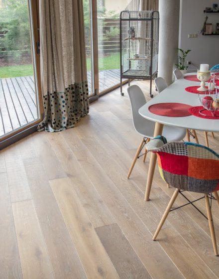 Ąžuolinė grindinė lenta, garinta S-3409, šukuota skersai