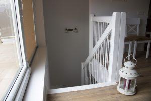 Ąžuoliniai masyvo laiptai RAL9003