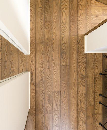 Medinės grindys: ąžuolinės, spalva Riešutas 3481.