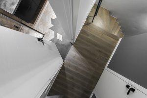 Ąžuoliniai masyvo laiptai, spalva Q-3409