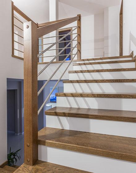 mediniai laiptai U forma Riešutas 3481 Medžio stilius