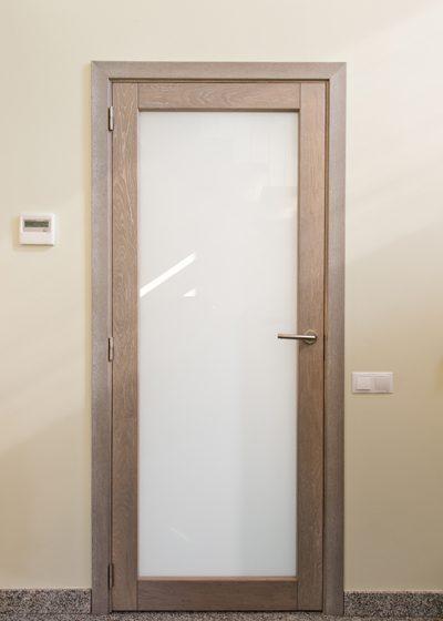 Medinės ąžuolinės durys: modelis D1F, D1S, Bespalvė alyva 3305.
