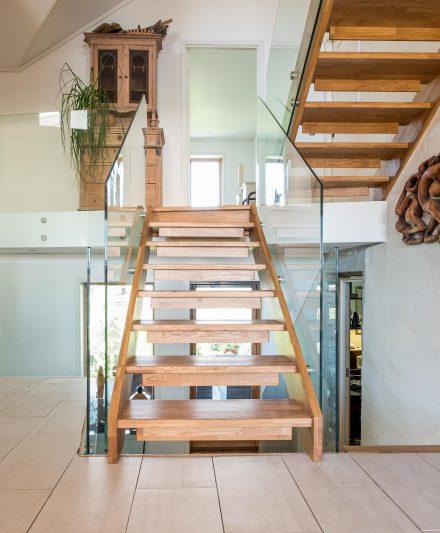 Mediniai ąžuoliniai laiptai: I forma, Bespalvė alyva 3305.